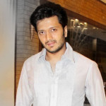 Riteish Deshmukh as Bank Chor