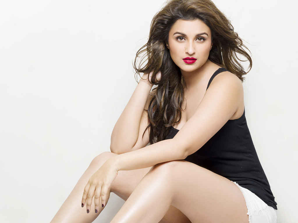 hot-parineeti-chopra-photos